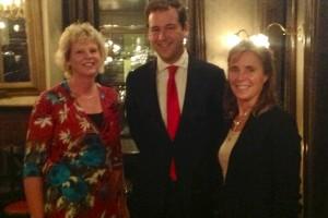 Houkje Rijpstra en Ellen Bruins Slot op de foto met minister Asscher