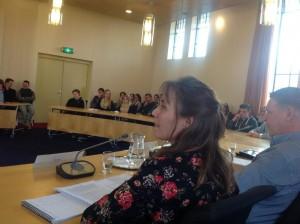 Ellen Bruins Slot yn aksje ûnder debat mei jongeren Havo-Top